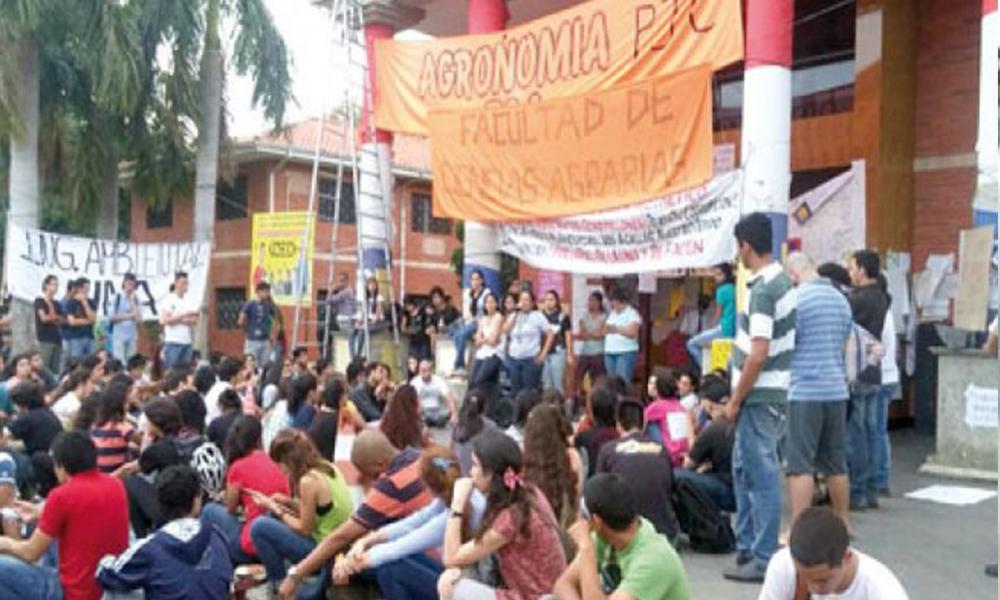 Los estudiantes siguen movilizados en reclamo de la reforma universitaria. Foto://Ultimahora.com