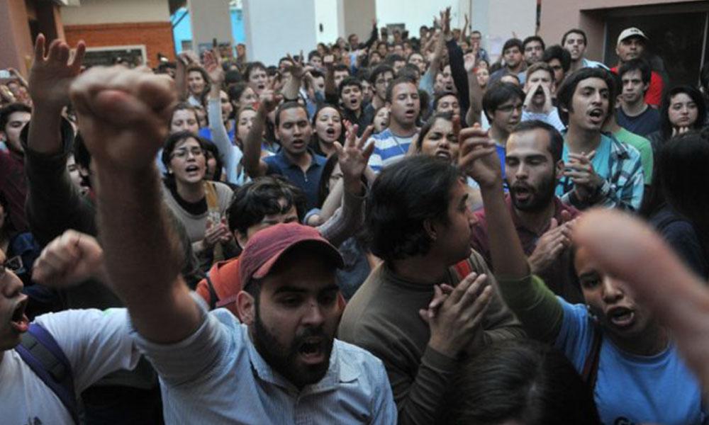 Los estudiantes continúan su lucha en busca de la reforma del estatuto de la UNA. Foto:// Ultimahora.com