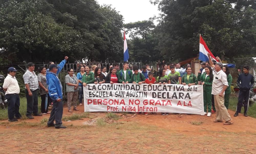 """Por """"injerencia política"""" toman escuela y colegio de Coronel Oviedo"""