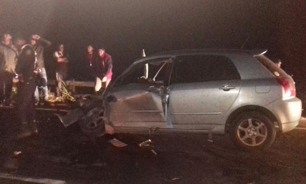 De esta manera quedó el automóvil Toyota Runx, luego de la violenta colisión, su conductor resultó ileso. //OviedoPress