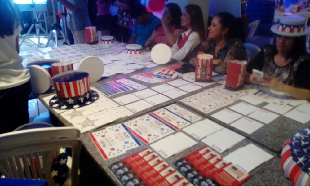 Mesa de votación en el D Shopping Coronel Oviedo.//AlexisLópez.