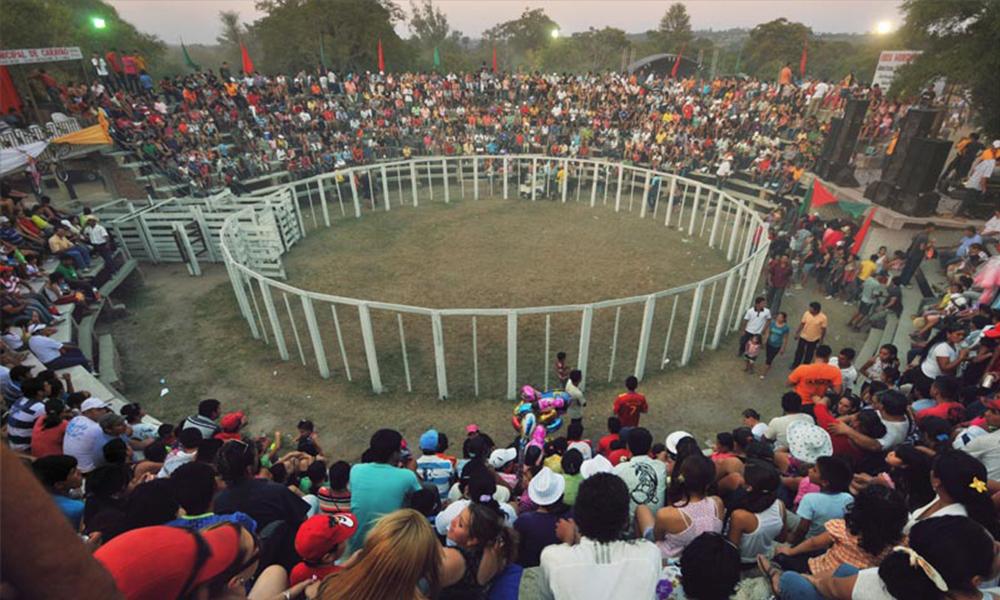 El imponente Coliseo Taurino San Felipe y Santiago, aguarda a los amantes de los rodeos ecuestres y taurinos durante las patronales de Carayao. //BienvenidoaParaguay.com
