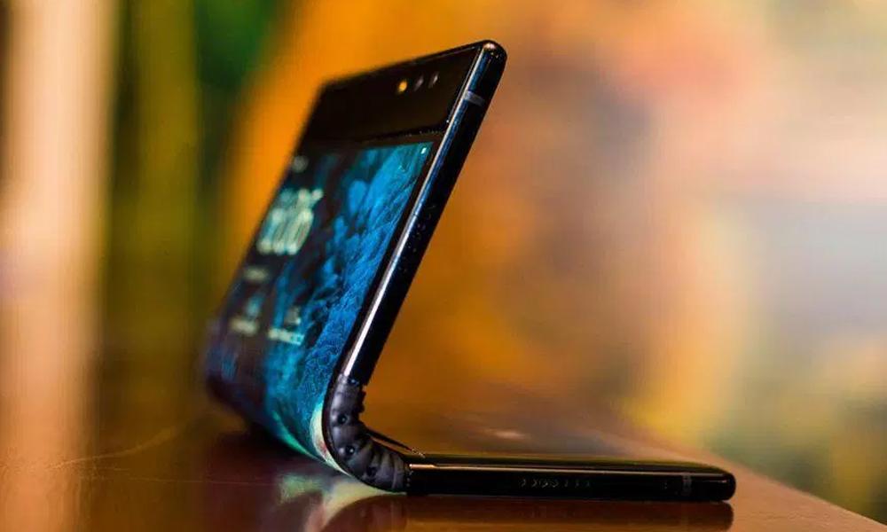 Presentan el primer teléfono celular con pantalla flexible