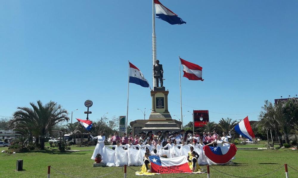 Delegación artística chilena inició presentaciones en Coronel Oviedo