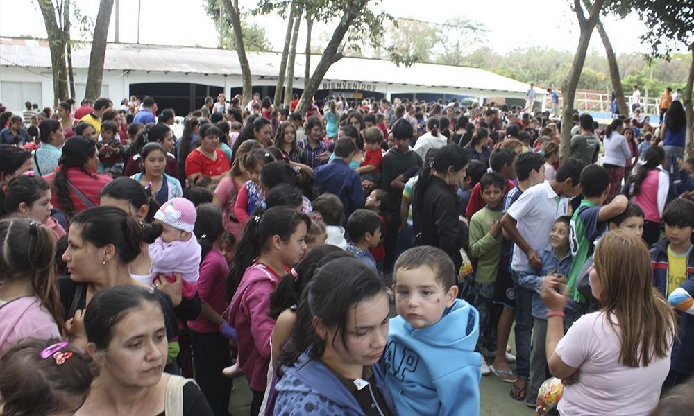 El día del niño se festejó con mucho colorido en el Deportivo Universitario. // OviedoPress