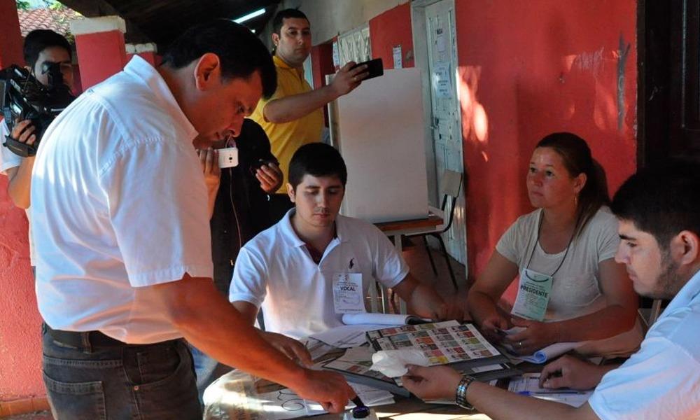 Edgar Olmedo votó a primera hora en Coronel Oviedo