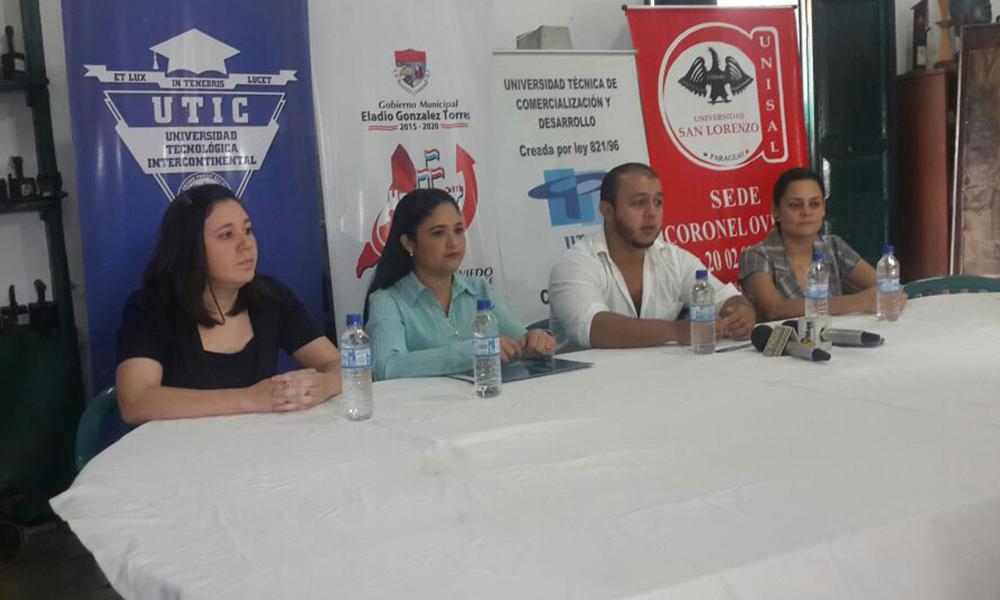 Abog. Guzmán Guerrero (c), Secretario de Juventud Municipal acompañado de representantes de universidades privadas con sede en Coronel Oviedo. //OviedoPress