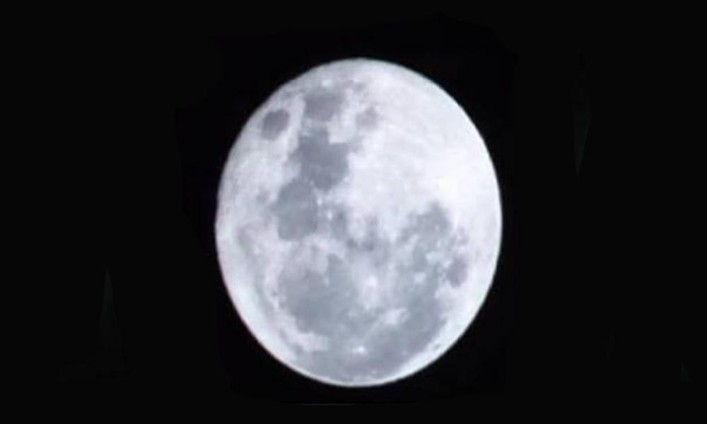 Super Luna, captada por la cámara de un aficionado.//JesúsLópez.