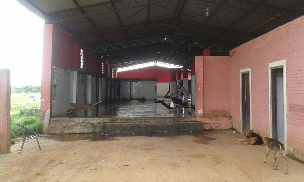 Desolado panorama en el Matadero Municipal de Coronel Oviedo, en la mañana de este martes, los faenadores se vieron imposibilitados de realizar su labor. //OviedoPress