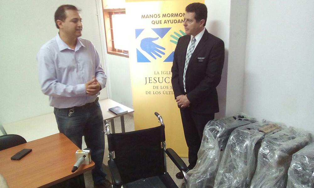 Director del Hospital de Coronel Oviedo Denis Figueredo y el representante de la congregación Sergio Wilson.