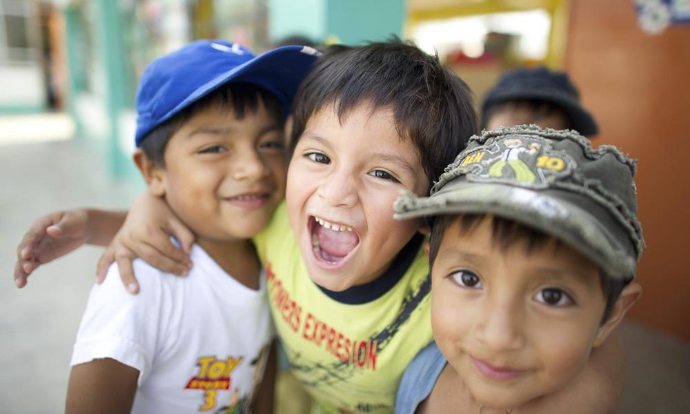 El saludo, la sonrisa y la alegría deben de fomentarse desde temprana edad en la niñez paraguaya. //Internet
