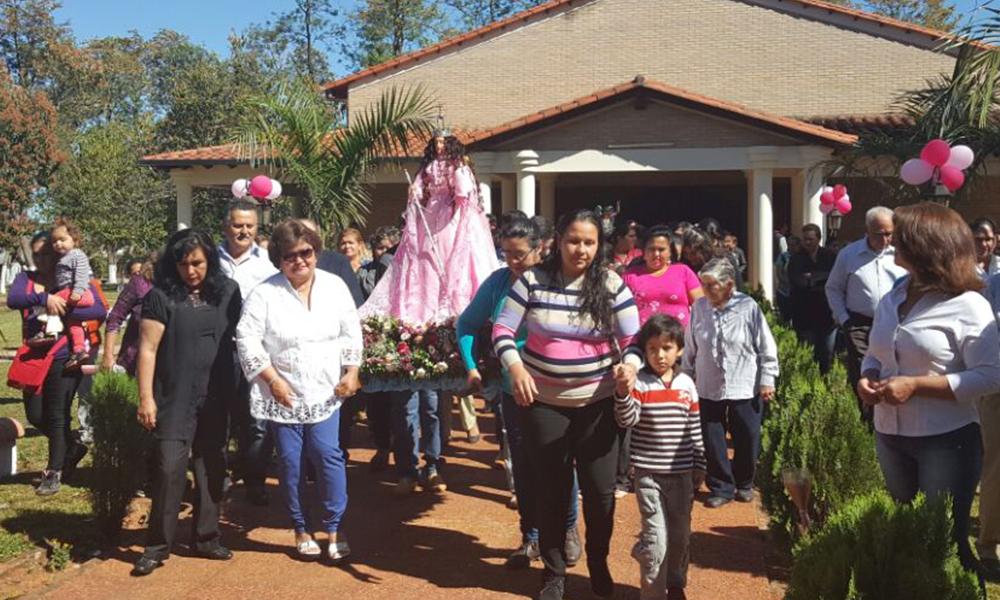 Procesión a la Virgen del Rosario por las calles de la ciudad.