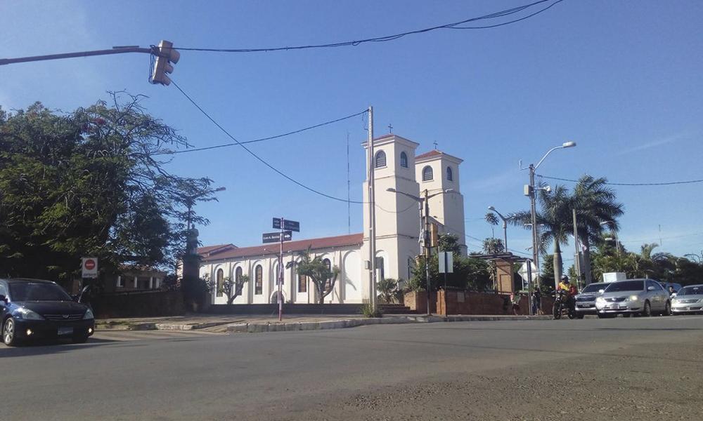 Catedral Virgen del Rosario Coronel Oviedo //Alexis López.
