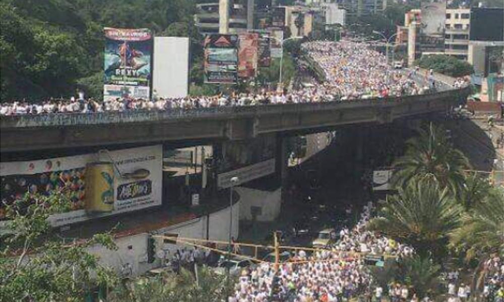 Venezuela: Una multitud tomó las calles de Caracas para marchar en contra de la política Maduro