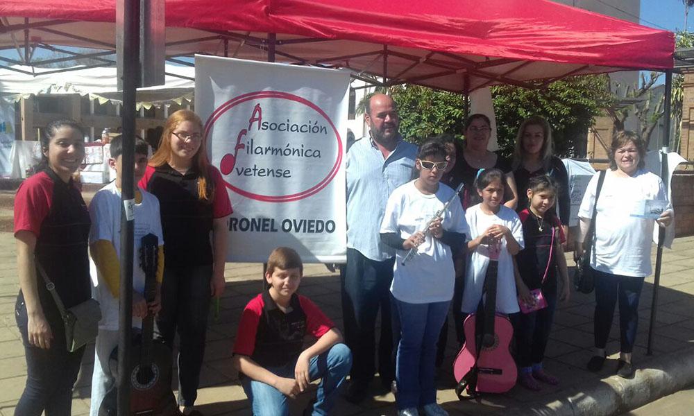 Los miembros de la AFO estarán ofreciendo la rifa hasta el mediodía de este sábado. //OviedoPress