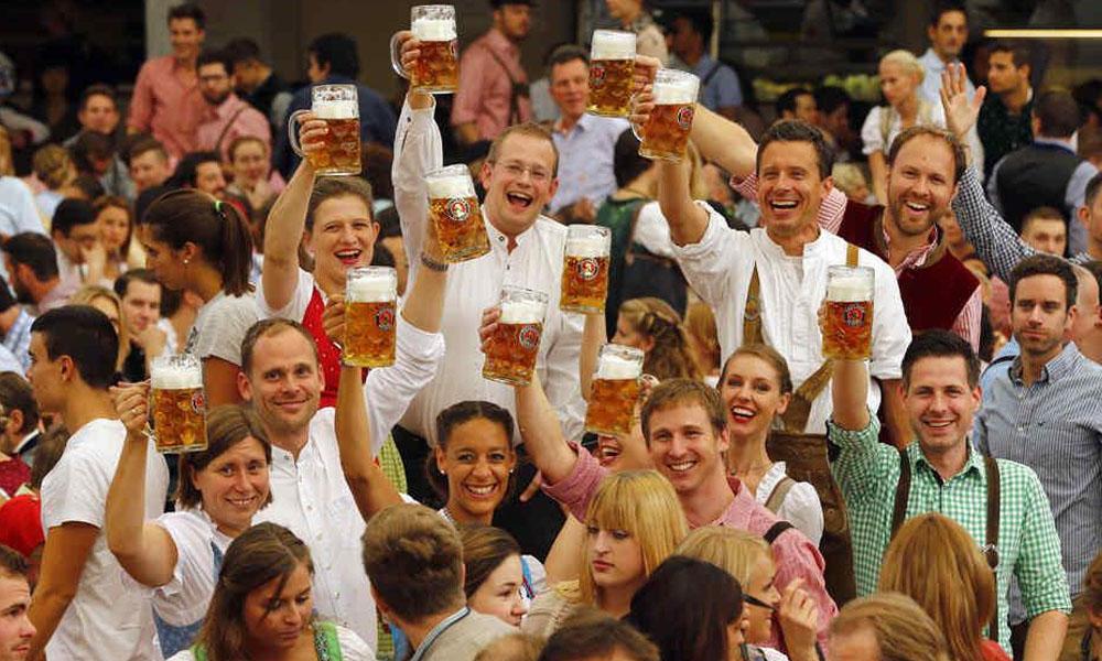 En los 16 días de festejo, se prevé que participarán seis millones de personas, que deberían dejar unos 1.000 millones de euros para la economía local. //lavozdelinterior.com.ar
