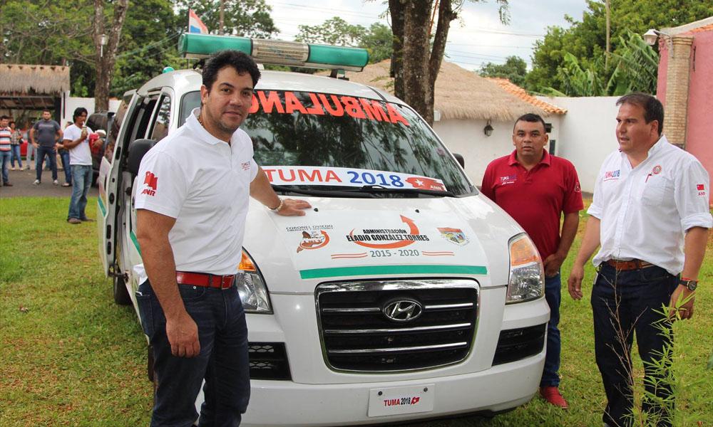 Ambulancia municipal estampada con la calcomanía de Tuma 2018. En vez de la chapa lleva la inscripción Tuma 2018 // Facebook Oscar Tuma