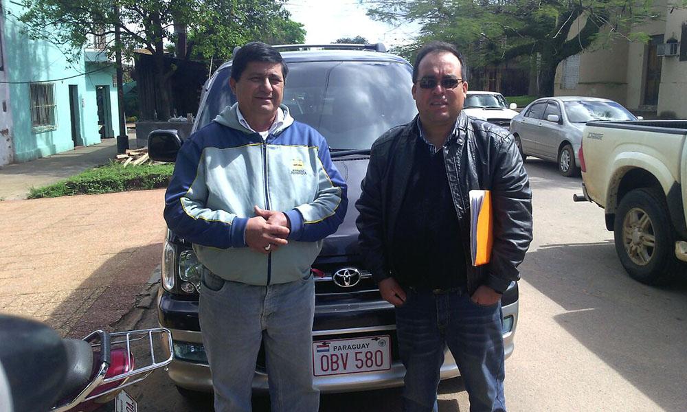 Miguel Alfonso (i), vicepresidente y Ever Flores (d), Presidente de la Asociación de Transporte Alternativo de la ciudad de Coronel Oviedo. //OviedoPress