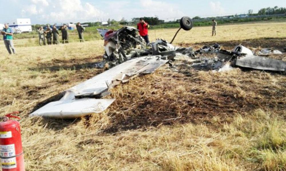 Destruida. Así quedó la aeronave luego de caer a tierra e incendiarse al costado de la pista. Foto://Ultimahora.com