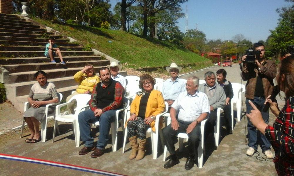 El intendente de Coronel Oviedo, Eladio González inauguró las obras en la mañana de este viernes. //OviedoPress
