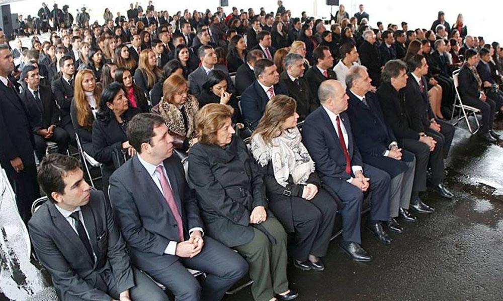 El presidente Cartes entregó unas 100 becas a docentes. //Facebook - Horacio Cartes