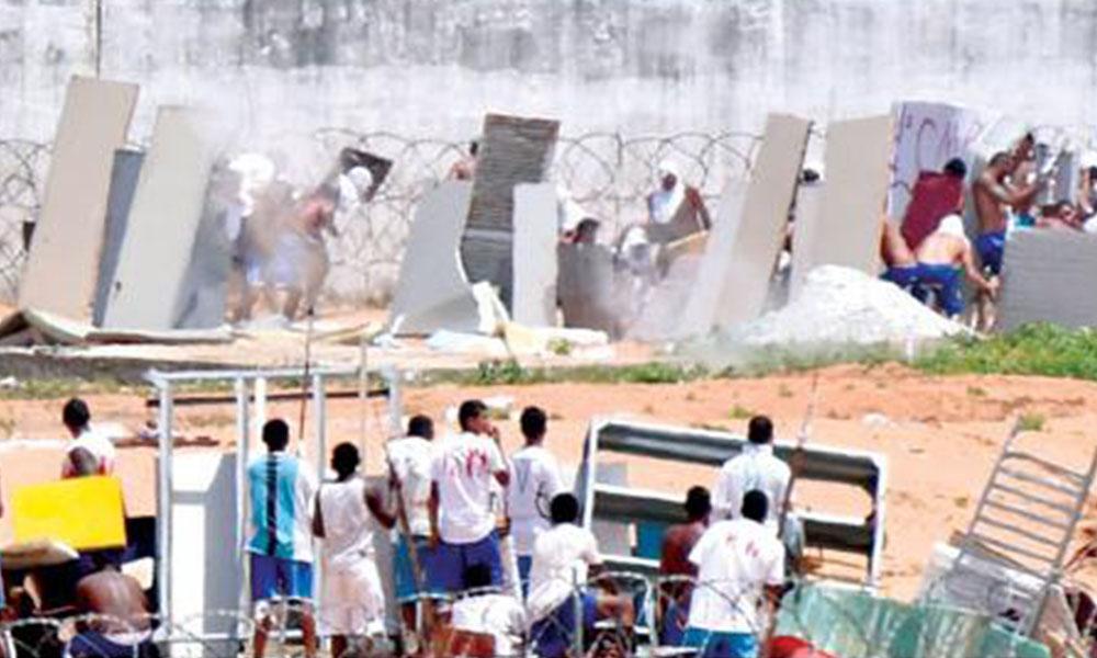 Continúa. Las autoridades aún no controlan el penal, donde este martes la policía disparó balas de goma contra los reclusos. Foto://Ultimahora.com