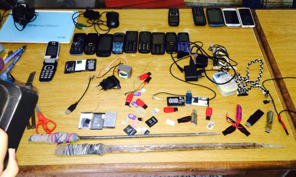 Aparatos celulares, cargadores y memorias de almacenamiento externa fueron incautas en la cárcel de Coronel Oviedo (foto referencial). //Internet