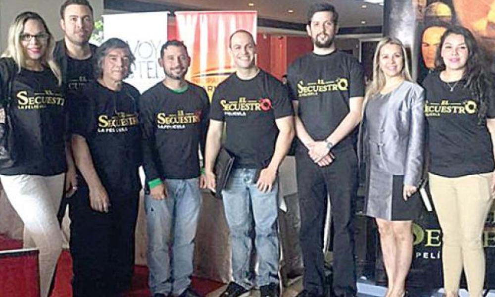 Presentación. El director Hugo Cardozo (4º derecha), junto al staff de la película sureña El secuestro.