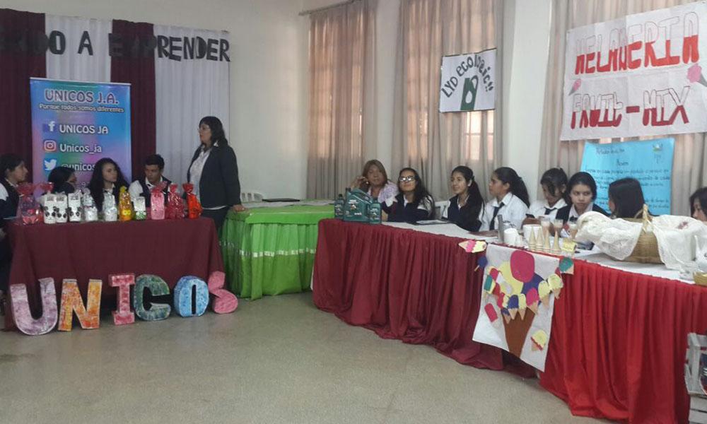 """La """"Expo Emprendedurismo"""" involucró a los alumnos del primer, segundo y tercer años del Bachillerato Técnico de Administración de Negocios del colegio Nacional Pedro. P. Peña. //OviedoPress"""