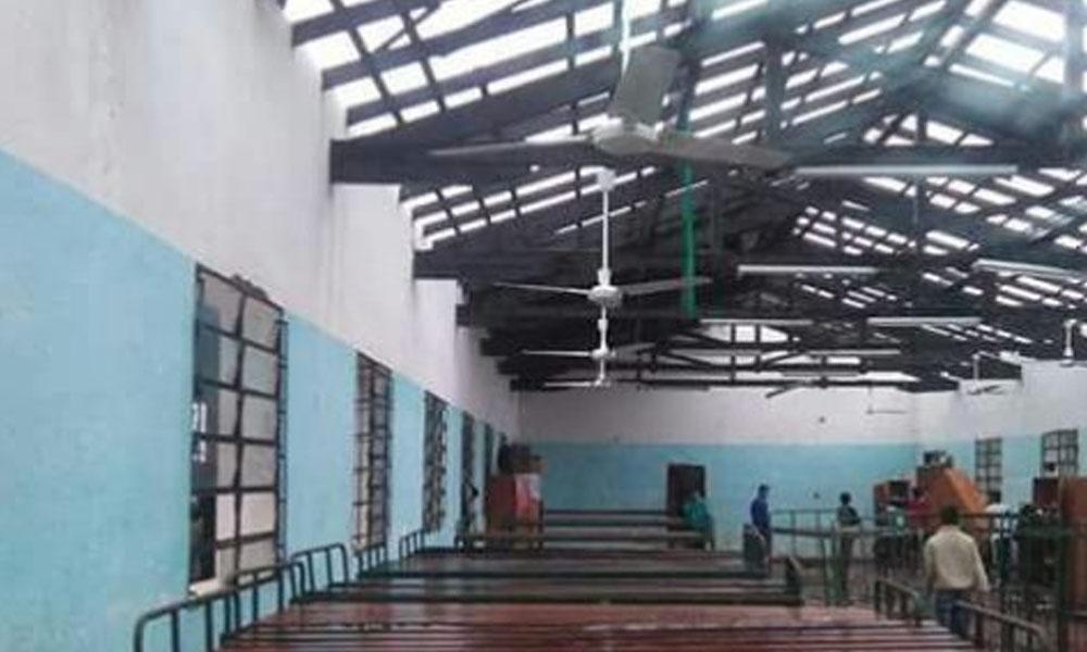 El techo del dormitorio de la escuela agrícola se destechó. //Marvin Duerksen