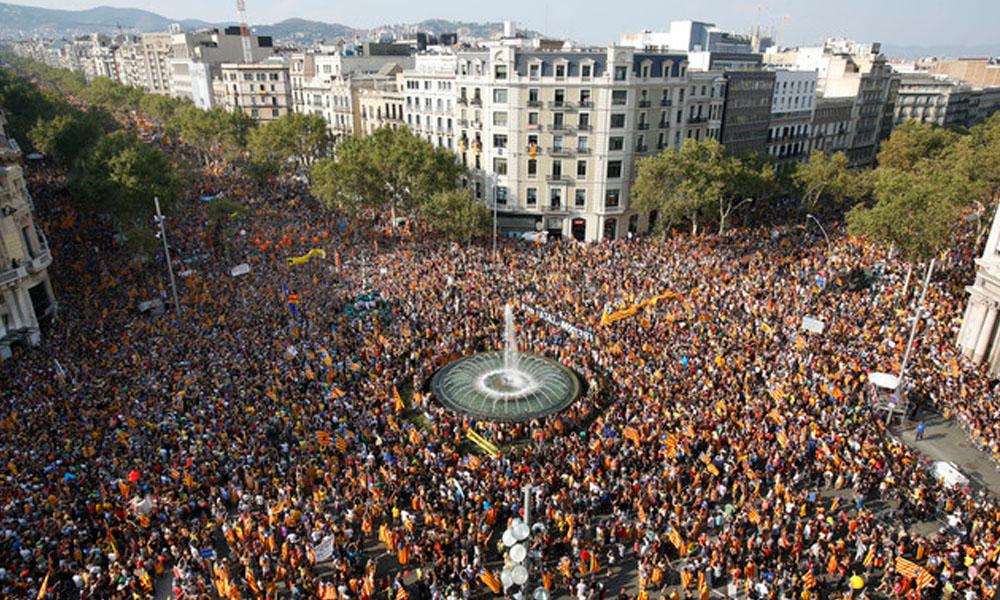 Vista general de la manifestación con motivo de la Diada de Cataluña. //crashoil.blogspot.com