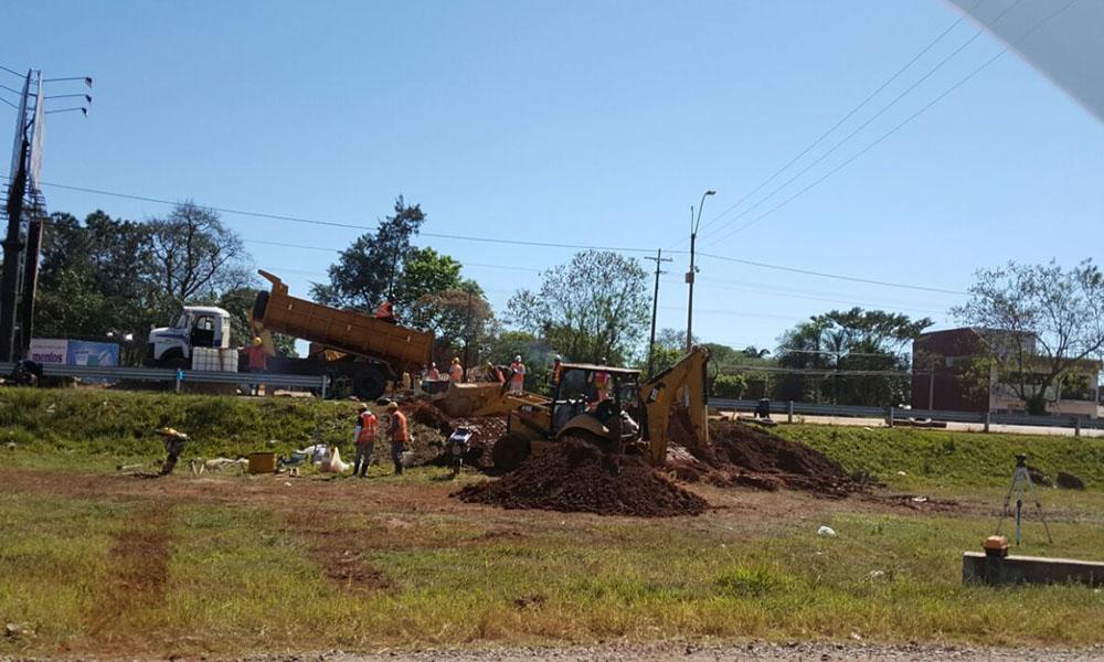 Trabajos realizados en la ruta 7 por funcionarios de la ESSAP, el pasado viernes 9 de septiembre. //OviedoPress