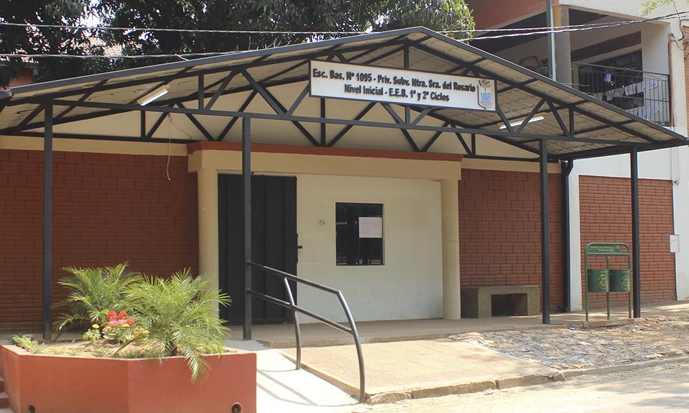 Entrada principal de la Escuela del Centro Educacional Diocesano //OviedoPress