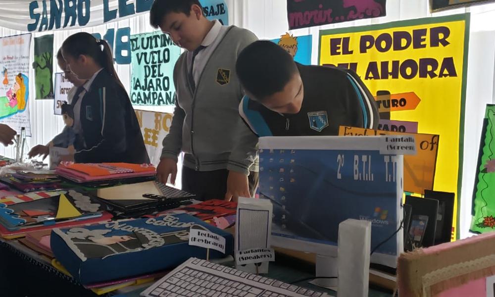 Alumnos del colegio San  Roque exhiben sus trabajos en Feria Pedagógica