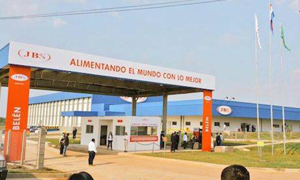 Hoy se habilita el frigorífico de la empresa JBS SA, en la localidad de Belén, Concepción. La fábrica contratará 2.000 empleados cuando funcione en toda su capacidad. Foto://Hoy.com.py.