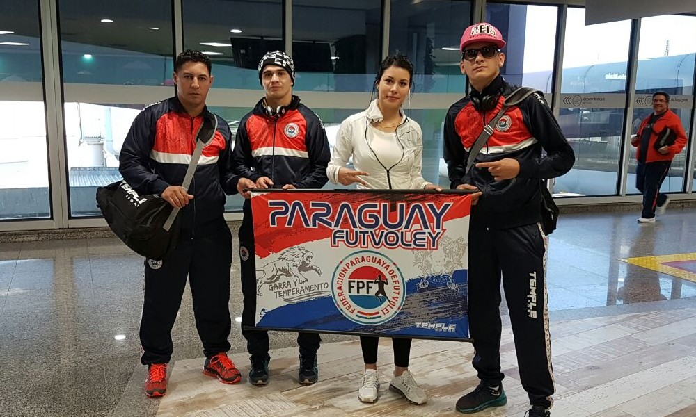 Arnaldo González (i) entrenador de los atletas Fernando Lugo y Esteban Dávalos, junto con Rossana Duarte. // Gentileza
