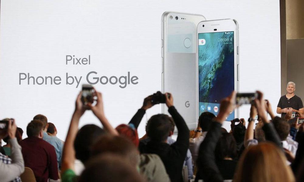 Rick Osterloh, vicepresidente de Hardware en Google,presenta el nuevo Pixel. //tecnologia.elpais.com
