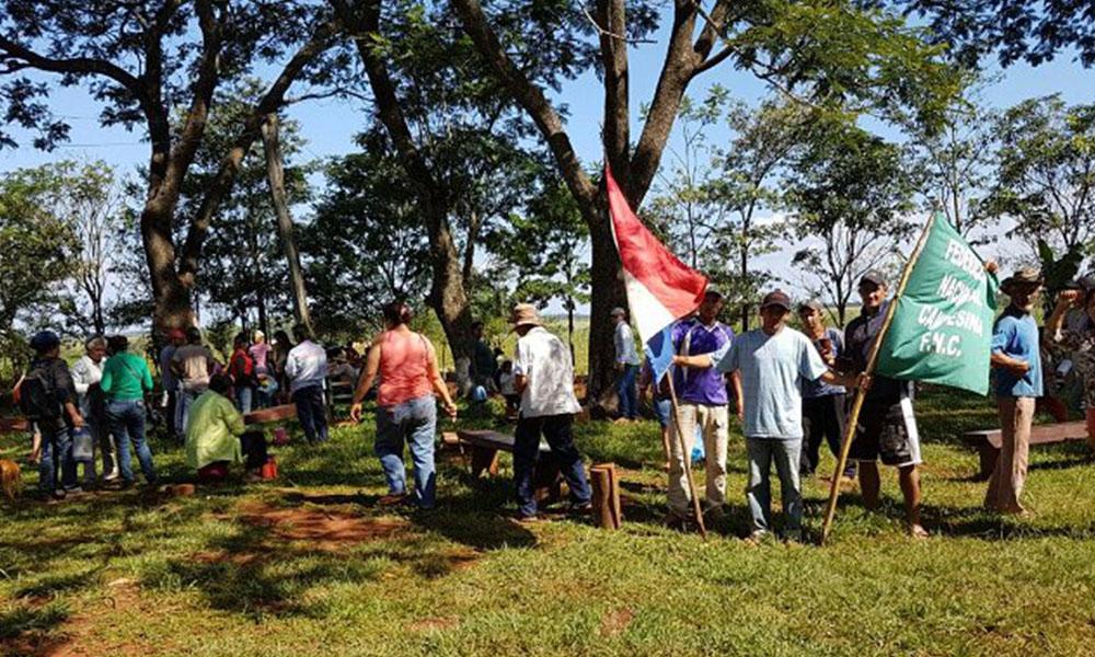 La FNC llevó su apoyo a los campesinos de Guahory. Foto://Ultimahora.com