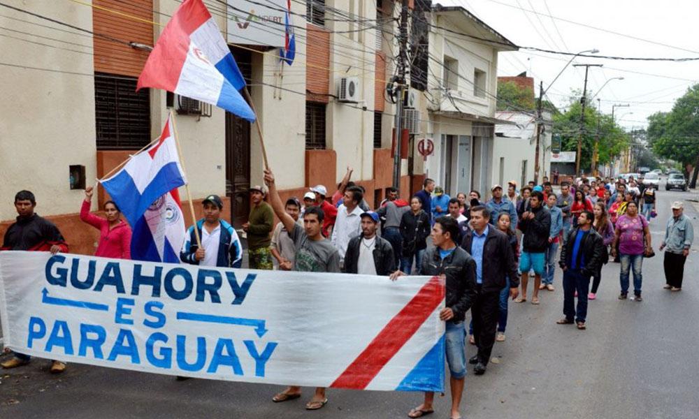 Desde hace varios días, los pobladores de Guahory se manifiestan exigiendo la recuperación de sus tierras. Foto://Abc.com.py.