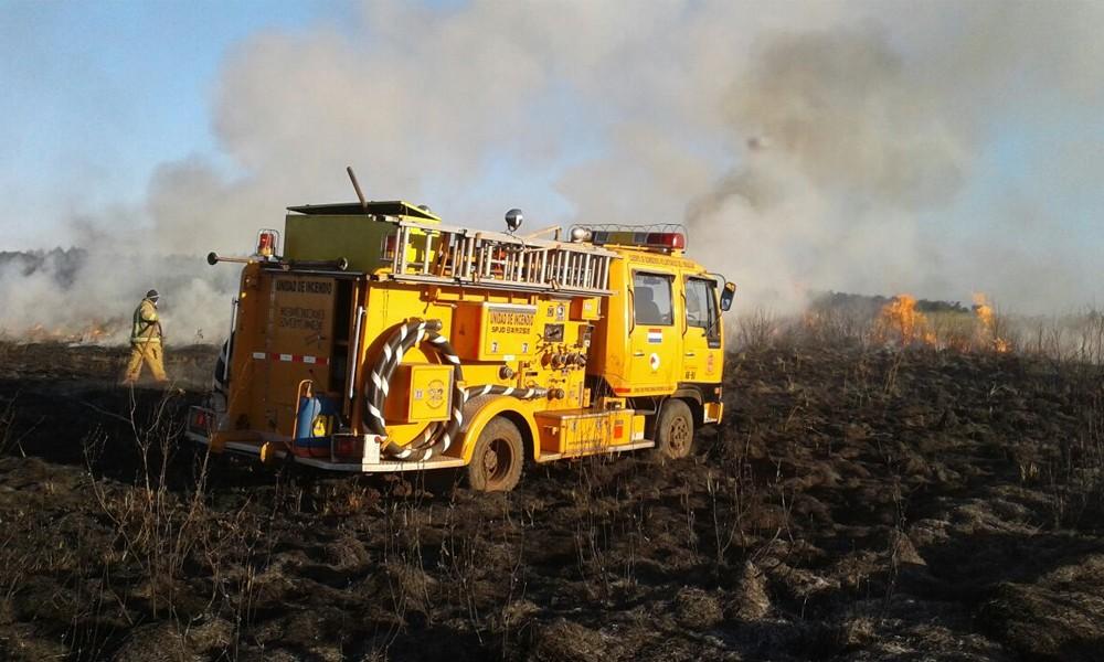 Incendio en el predio del aeropuerto de Coronel Oviedo