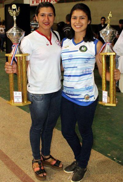 La atleta Lize Martínez recibió varios trofeos en las Olimpiadas Universitarias // PH. Crithian Duarte