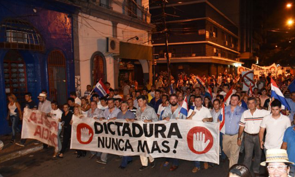 Marcha liberal. Para los representantes del PLRA, reelección y dictadura son sinónimos. Foto://Ultimahora.com