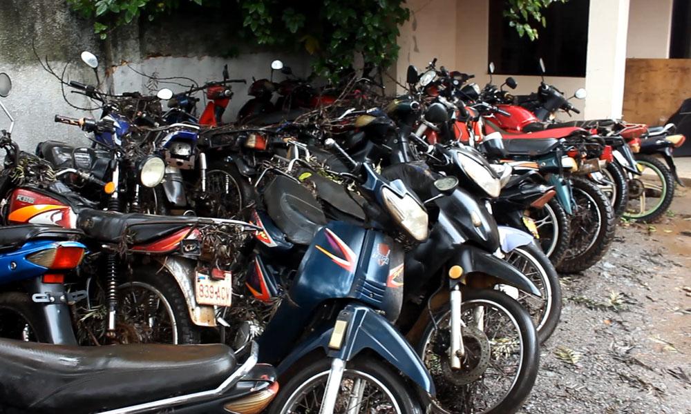 Motocicletas varadas en la sede de la Patrulla Caminera, de Coronel Oviedo. Foto://OviedoPressTV.