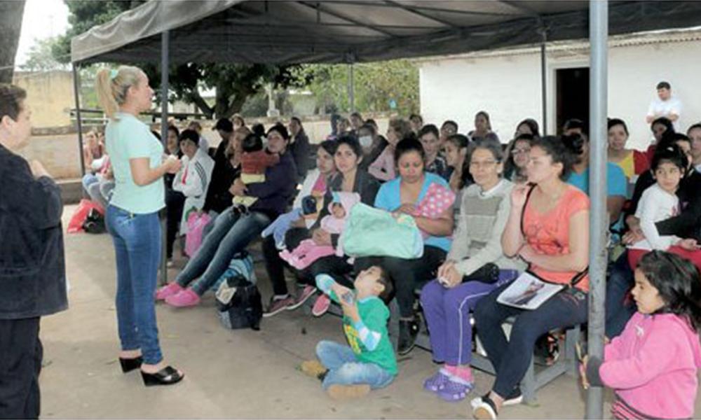 Presentes. Los pacientes fueron atendidos con normalidad en el Hospital de Villa Elisa. Foto://Ultimahora.com.py.