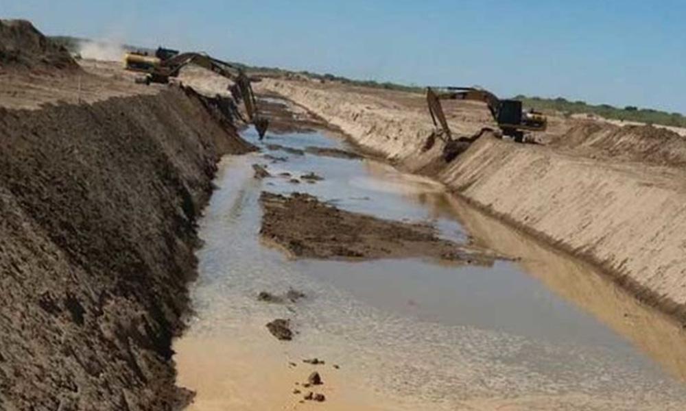 El canal que lleva el agua del Pilcomayo a territorio paraguayo. Foto://chacosinfronteras.com