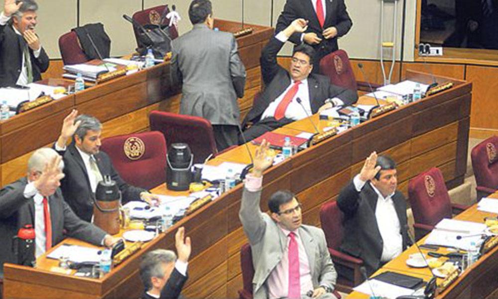 Rechazo. Senadores adelantaron que votarán por el rechazo de las ampliaciones presupuestarias para gratificaciones. Foto://Ultimahora.com.py.