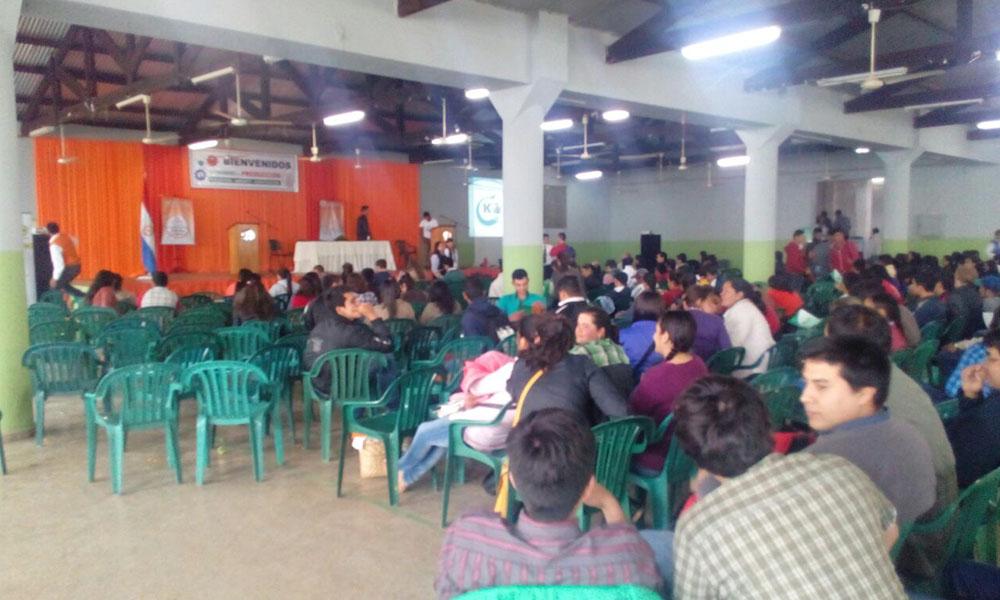 """Con una gran concurrencia se desarrolla el """"Congreso de Producción"""", en el salón Multiuso de la Cooperativa Coronel Oviedo. //OviedoPress"""